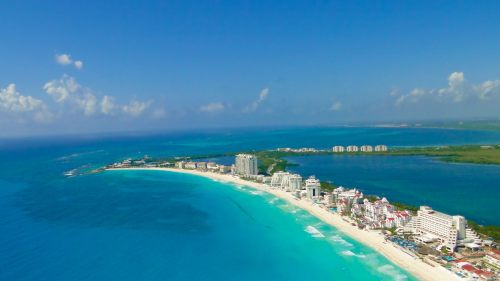 Montreal to Cancun - $236 to $268 CAD roundtrip including ...